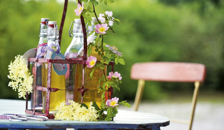 hier kommt die erfrischung f r den sommer sirup selber machen drinks in wonderland. Black Bedroom Furniture Sets. Home Design Ideas